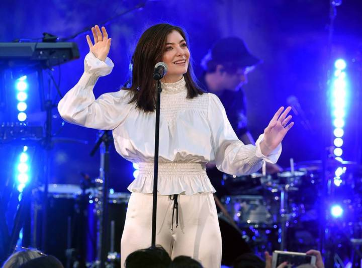 rs_1024x759-170830165814-1024-lorde-mv-83017
