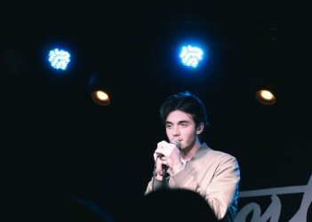Greyson Chance at The Drake Underground on March 2. (Photo credit: Rebecca Williamson/RUtv News)